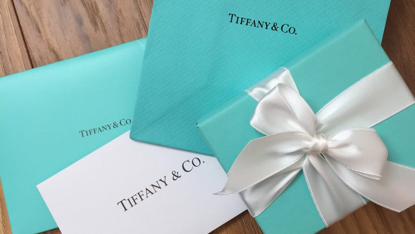 Copy Tiffany and co jewels for she